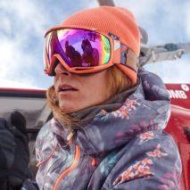 Cosa indossa la snowboarder ROXY Robin Van Gyn?