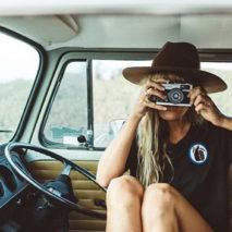 Il mondo del surf attraverso l'obiettivo di Carly Brown