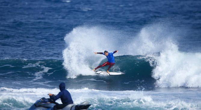 Leonardo Fioravanti, un italiano tra i giganti del surf