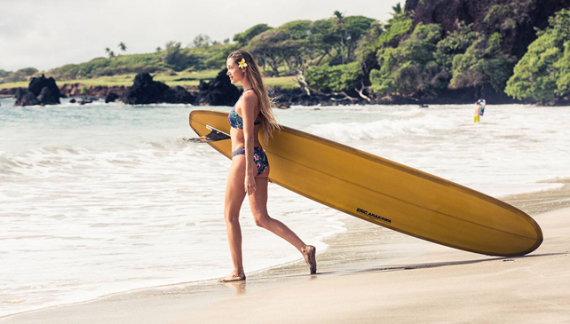 Nel paradiso terrestre con la surfer Monyca Eleogram