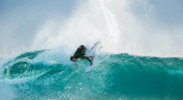 Il surfer Matt Banting è tornato. Con un video bomba
