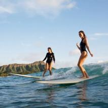 L'estate è donna: 5 foto di surfiste che ti faranno venire voglia di mare