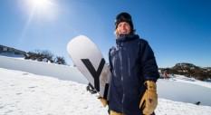 Discesa mozzafiato con lo snowboarder Austen Sweetin