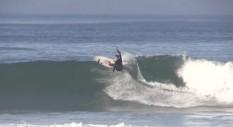 Dimitri Poulos sfida le onde della California