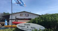 Vivi un'estate adrenalinica al Windsurfing Center di Stintino