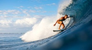 Bianca Buitendag la prima surfer a Skelenton Bay?