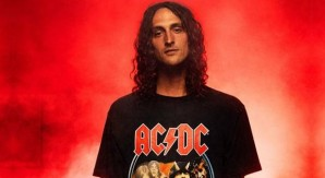 DC x AC/DC: la collabo rock style presentata da Evan Smith