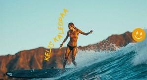 A lezione di surf con la rider Roxy Kelis Kaleopaa: passi di danza sull'acqua